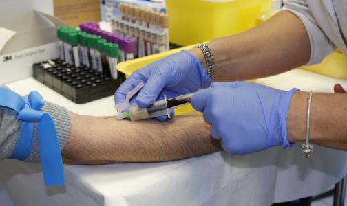 Фото №1 - Плазму переболевших коронавирусом петербуржцев получили около 40 пациентов