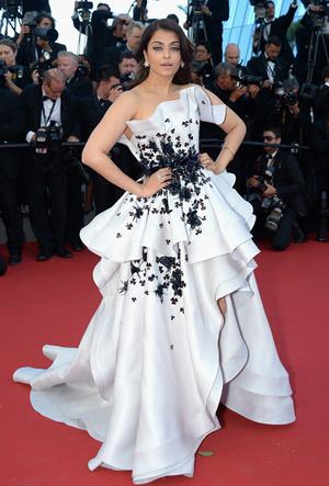 Фото №85 - Болливуд в Каннах: Айшвария Рай и все ее наряды за историю кинофестиваля