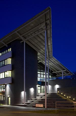 Фото №32 - Где учились принц Уильям, Кейт Миддлтон и Амелия Виндзор: лучшие британские университеты (часть 2)