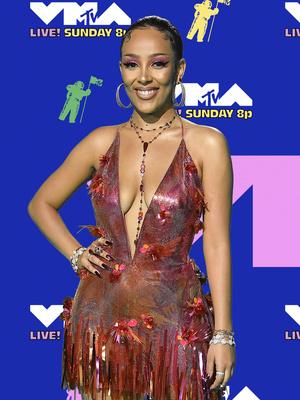 Фото №24 - MTV Video Music Awards 2020: лучшие и худшие наряды звезд на красной дорожке