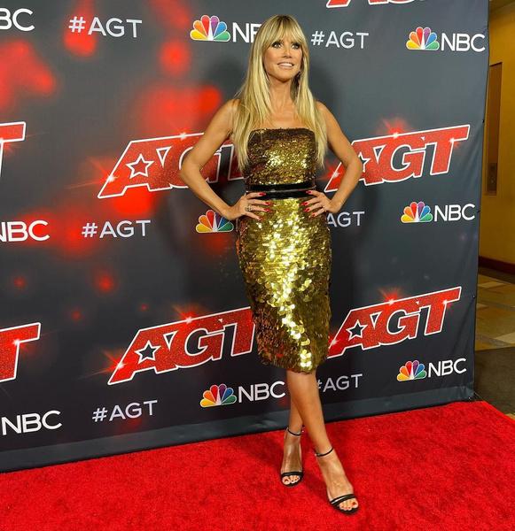 Хайди Клум, платья звезд с пайетками, модный провал, странные образы с пайетками, блестки, пайетки
