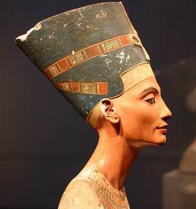 Фото №1 - Германия и Египет спорят о бюсте Нефертити