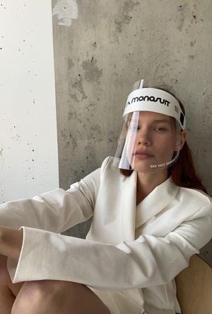 Фото №4 - Под защитой: бренд Monosuit создал комбинезон со встроенными перчатками и маской