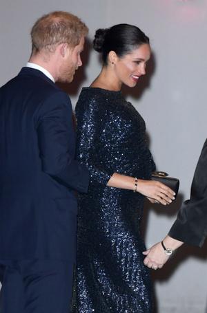 Фото №6 - Эксперты: герцогине Меган пора перестать копировать принцессу Диану