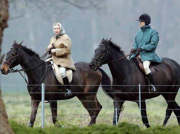 Фото №5 - Единственная дочь Королевы: почему мы так редко видим принцессу Анну вместе с Елизаветой