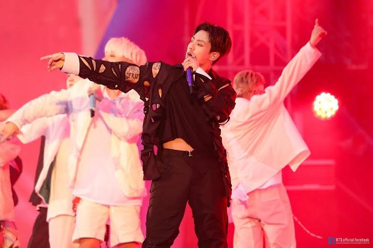 Фото №1 - Чонгук из BTS в полупрозрачном топе заставляет АРМИ терять голову 🥵