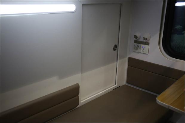 Фото №5 - РЖД показали макет новых плацкартов с отдельным отсеком для каждого пассажира (фото)