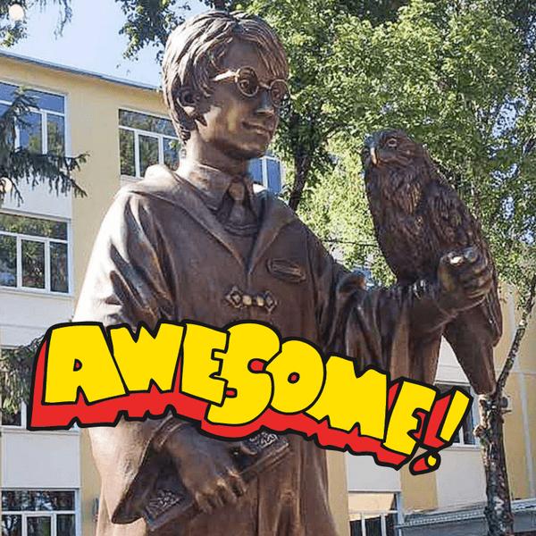 Фото №1 - Вау! В приднестровском вузе открыли памятник Гарри Поттеру 🤓