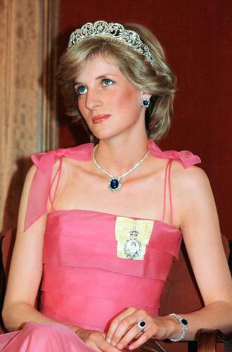 Фото №5 - История помолвочного кольца принцессы Дианы и Кейт Миддлтон