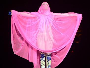 Леди ГаГа (Lady GaGa) на показе Филипа Трейси на Неделе моды в Лондоне