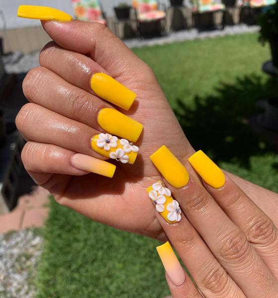 Фото №3 - Желтый маникюр: 10 модных идей для летних ногтей