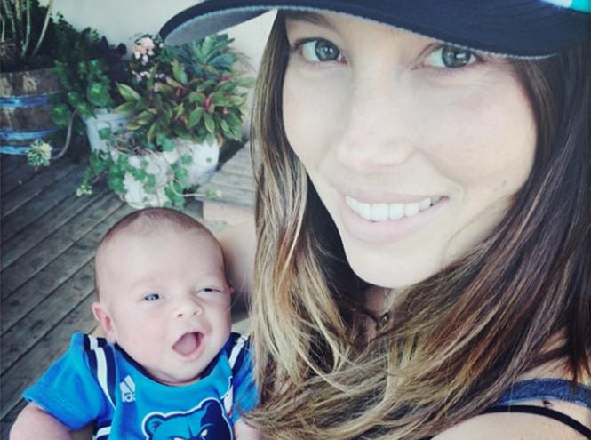 Фото №1 - Джастин Тимберлейк и Джессика Бил показали новорожденного сына