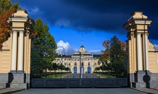 Фото №1 - Участники банкета в Константиновском дворце попали в больницу с кишечной инфекцией