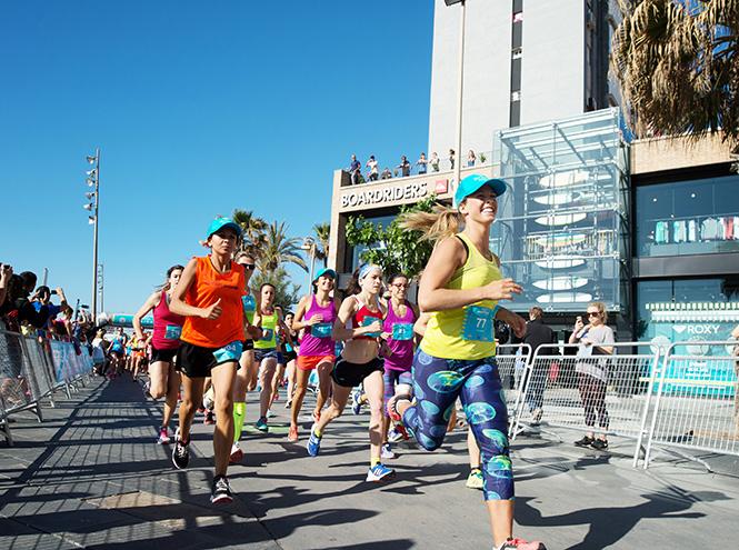 Фото №7 - 3 000 девушек поучаствовали в #RUNSUPYOGA в Барселоне