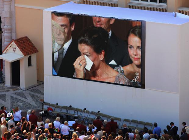 Фото №33 - Самые трогательные моменты королевских свадеб (о Гарри и Меган мы тоже не забыли)