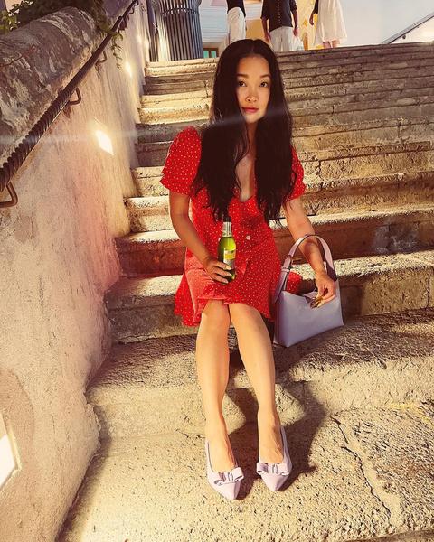 Фото №1 - Платье в горошек и остроносые балетки— Лана Кондор показала тренды уходящего лета