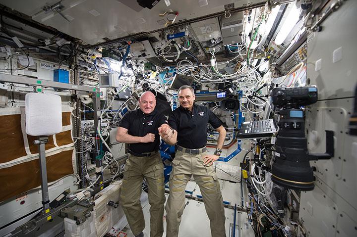 Фото №1 - Михаил Корниенко и Скотт Келли выросли на 4 см за год на МКС