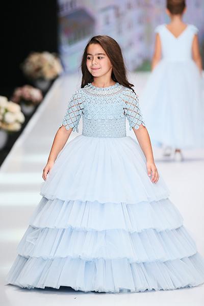 Фото №1 - Юные принцессы: дети звезд на Неделе моды в Москве