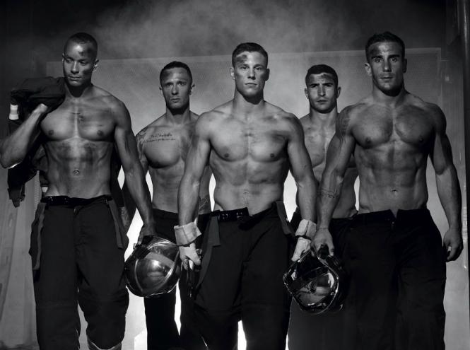 Фото №1 - Фотограф Фред Гудон показал французских пожарных с неожиданной стороны