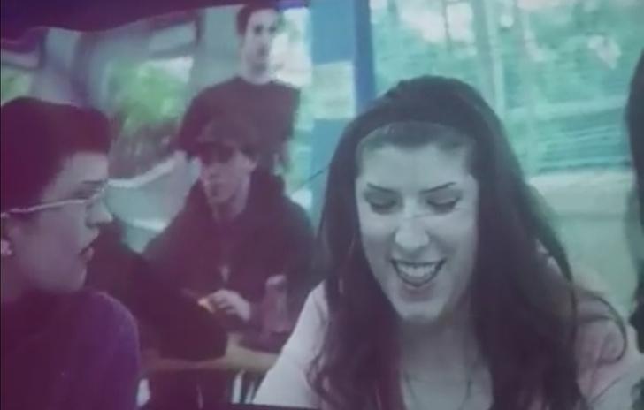 Фото №1 - Британка показала, как смотреть фильм «Сумерки», чтобы было смешно (видео)
