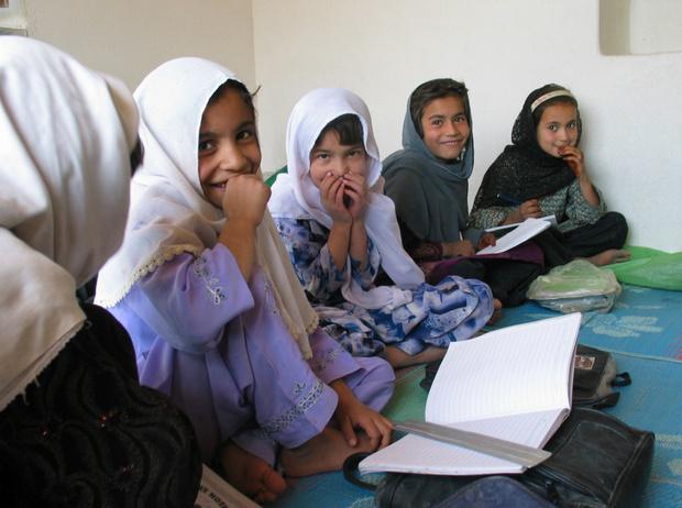 Фото №2 - Под угрозой смерти и тюрьмы: история борьбы самой молодой женщины-мэра в Афганистане