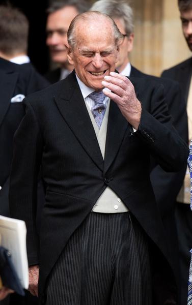 Фото №2 - Ах, озорник! Пикантная шутка 98-летнего принца Филиппа заставила покраснеть Елизавету II