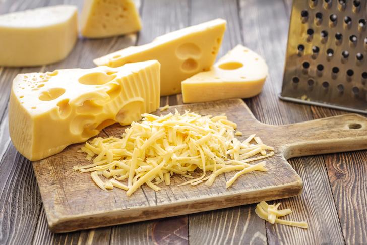 Фото №1 - Ученые разгадали тайну появления дырок в швейцарском сыре