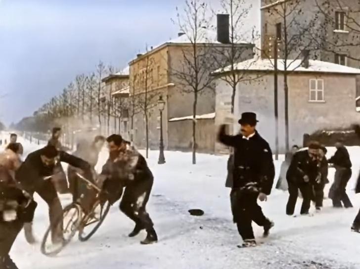 Фото №1 - Обновленное, раскрашенное и душевное видео игры в снежки из 1896 года