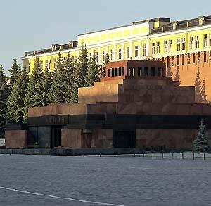 Фото №1 - Туристам разрешили гулять по Красной площади
