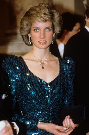 Фото №4 - 15 примеров, когда королевские особы надевали одно и то же вечернее платье несколько раз