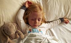 Ребенок во сне скрипит зубами: что делать