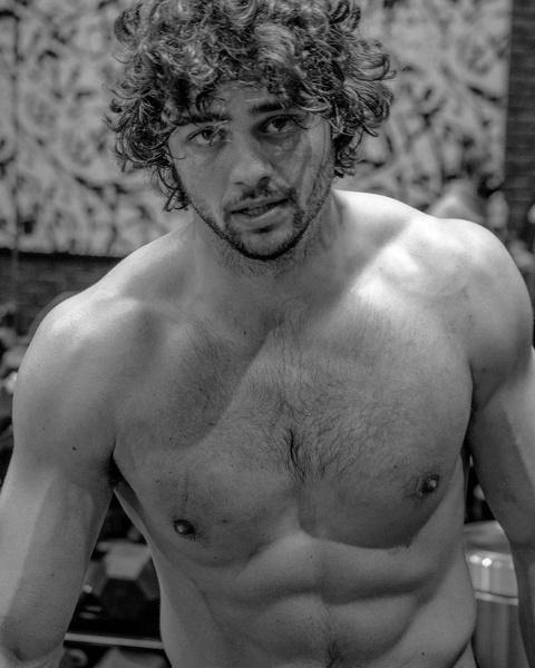 Фото №1 - Осторожно, горячо 🔥 Ной Сентинео показал результаты тяжелых тренировок