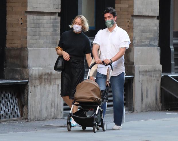 Фото №3 - Редкое фото: Хлоя Севинье и Синиш Макович с трехмесячным сыном Ваней