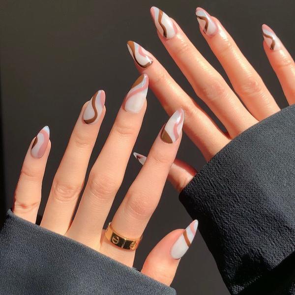 Фото №5 - Какая форма ногтей в тренде этой осенью: 12 идей для стильного маникюра
