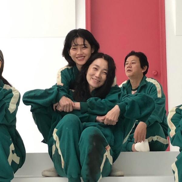 Фото №4 - «Я просто хочу смело двигаться вперед и познавать мир»: Чон Хо Ён из «Игры в кальмара» рассказала о своем актерском дебюте