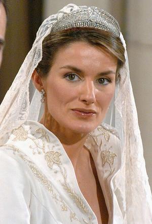 Фото №42 - 16 самых известных, красивых и дорогих свадебных платьев за всю историю