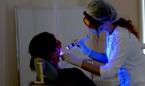 Фото №1 - Онкоскринингу дали «зеленый свет». Петербуржцев зовут бесплатно проверить здоровье полости рта с помощью новых ламп