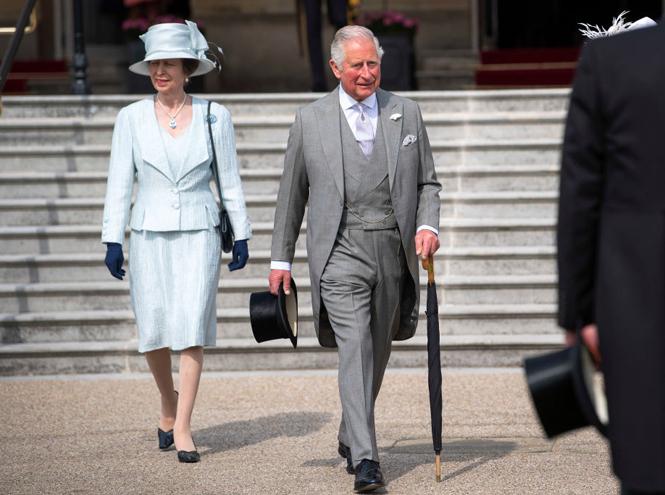 Фото №2 - Королева доверила принцу Чарльзу новую роль