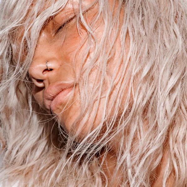 Фото №3 - Электризуются волосы? Вот что нужно делать!