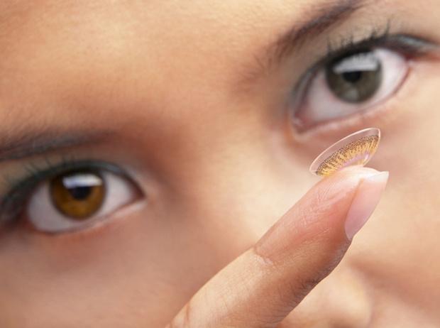 Фото №7 - Правила сочетания: как носить косметику и контактные линзы