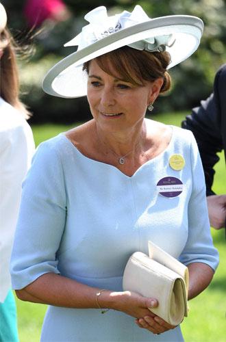 Фото №12 - Гардероб Кэрол Миддлтон: как одевается мама герцогини Кембриджской