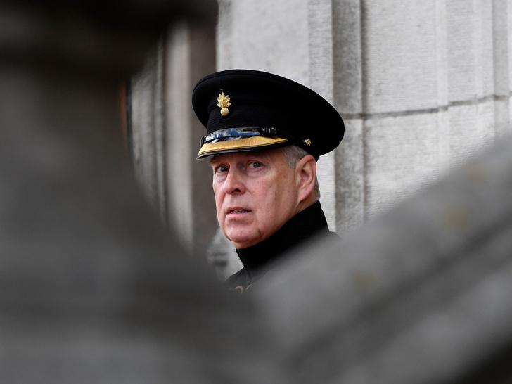 Фото №2 - Может ли принц Эндрю оказаться в тюрьме, если его признают виновным в насилии
