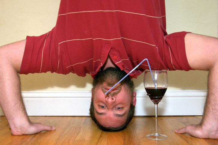 Фото №3 - Как алкоголь влияет на здоровье в разном возрасте: от легкого похмелья до уменьшения пениса