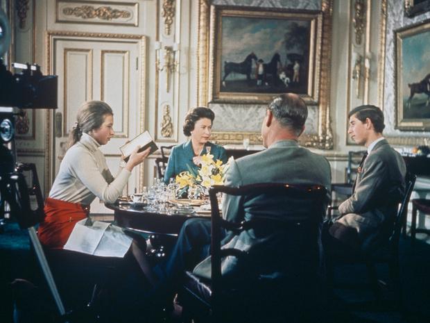Фото №2 - Опасная идея: решение принца Филиппа, едва не ставшее фатальным для Виндзоров