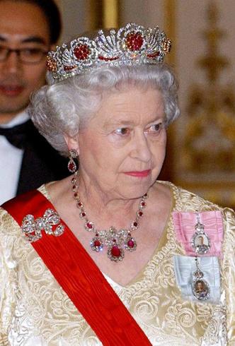 Фото №4 - Королевский выбор: общая ювелирная страсть Елизаветы и герцогини Кейт