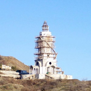 Фото №1 - В Крыму открыли церковь-маяк