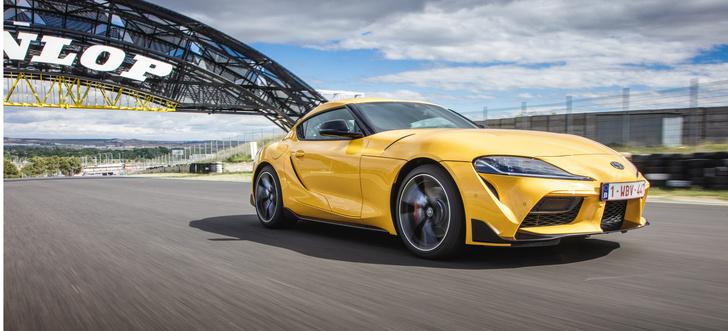 Фото №8 - Главные автомобили 2019: внедорожный Aston Martin, электрический Porsche, безумный пикап Tesla и другие