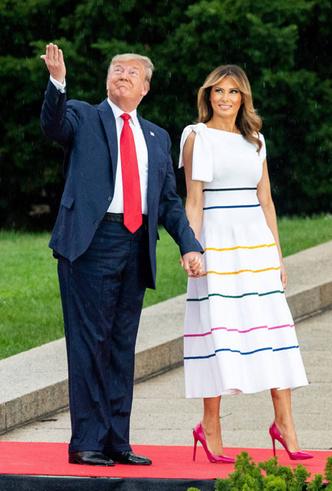 Фото №15 - 10 лучших образов Мелании Трамп в 2019 году