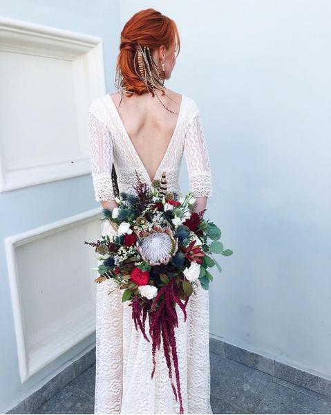 Фото №9 - Бросать или не бросать: топ-9 стильных свадебных букетов, которые вам захочется оставить себе