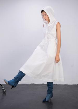 Фото №1 - Свадебный #newlook: платье Kseniaschnaider с капюшоном